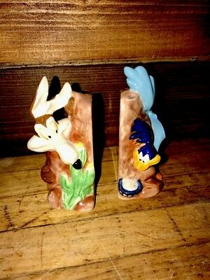 1993 Warner Brothers salt and pepper shaker set, Wile E. Coyote and Road Runner