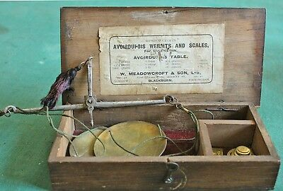 Box of avoirdupois weights and scales for saccharin, Meadowcrofts of Blackburn