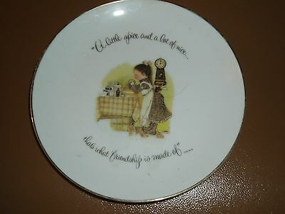 "Holly Hobbie ""A LITTLE SPICE AND A LOT OF NICE"" Collectible Plate  6 1/4"""