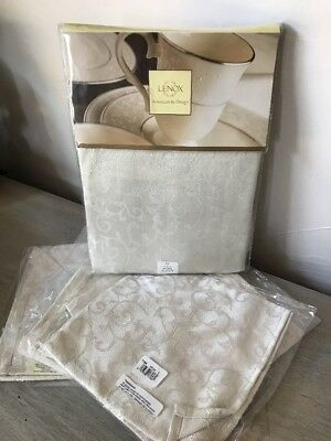 "Opal Innocence by LENOX Platinum Tablecloth 70"" Round & 4 Dinner Napkins NEW"