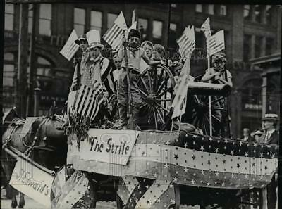 1939 Press Photo First parade dedicated to fourth of July as Independence Day