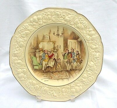 Crown Ducal Stanmore Wall Plate Mrs Bardell Faints In Mr Pickwick's Arms 1920s