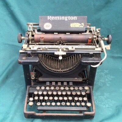 Old Vintage Remington TypeWriter