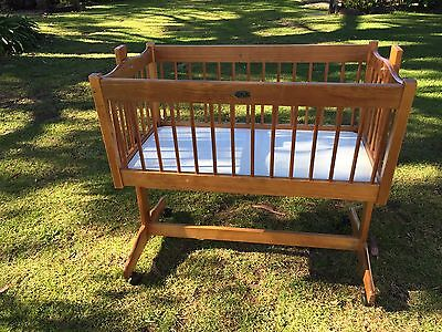 Moveable/portable Bassinet With Mattress