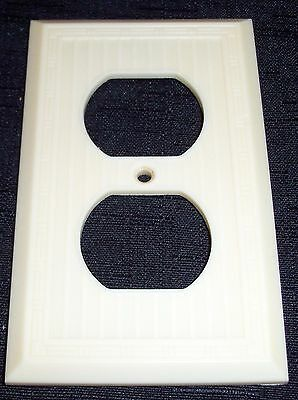 Vintage Art Deco MM Dashed Ribbed Lines Ivory Bakelite Recepticle Plate Cover