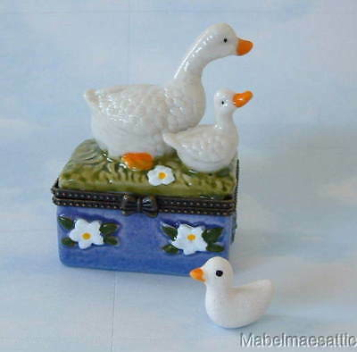 New Handpainted Mother Goose & Baby Gosling Geese Porcelain Hinged Trinket Box
