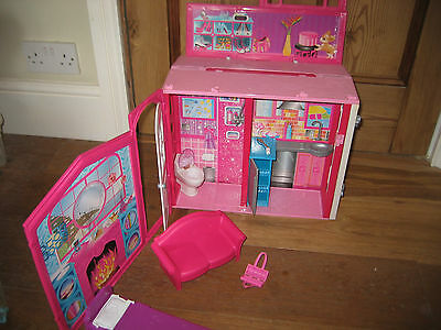 Mattel 2009 Barbie Carry  Glam Vacation Cottage Beech House Fold N Go Furniture