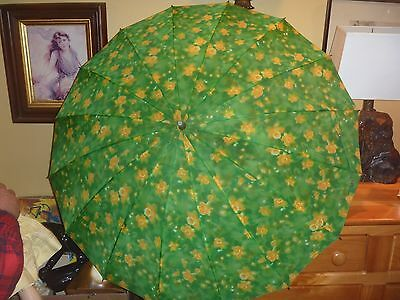 Vintage Umbrella green & yellow floral, retractable handle green plastic w/chain