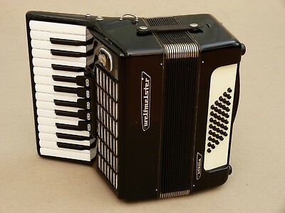 Nice Accordion Weltmeister Stella 40 bass .