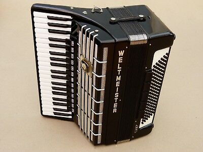 Very Nice German Accordion Weltmeister S 5 120 bass including case. Cassotto .