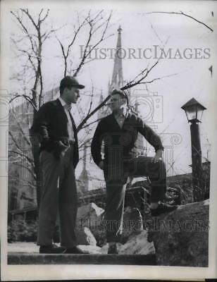 1946 Press Photo Notre Came Basketball players ready for NYU