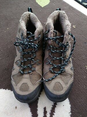 walking boots size 6