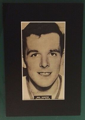 "REG HUNTER - MANCHESTER UNITED 1958  SIGNED PICTURE MOUNT 13"" x 9"""