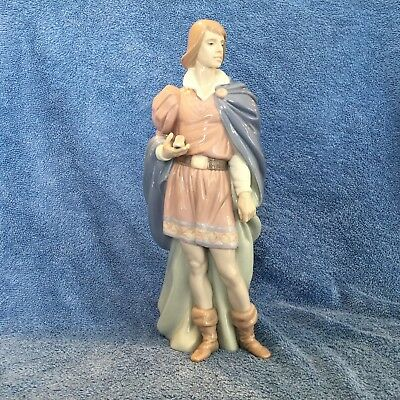 """Lladro """"the Prince"""" #6092 Young Prince Holding Shoe Mint In Original Box"""