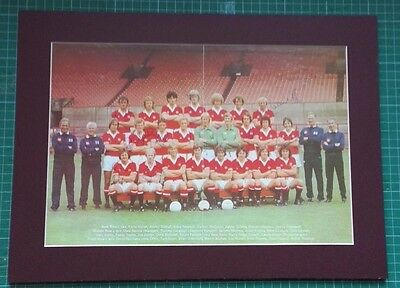 MANCHESTER UNITED SIGNED TEAM GROUP. 1979/80 x 9 GENUINE AUTOGRAPHS. MOUNTED