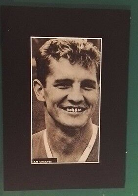 "IAN GREAVES  - MANCHESTER UNITED 1953 - 1960  SIGNED PICTURE MOUNT 13"" x 9"""