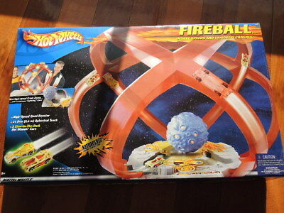 Hot Wheels Fireball set 2001 includes 2 glow in the dark cars **BRAND NEW SEALED