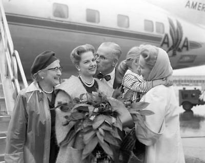 Martha Hyer  American Airlines flight greetings by family  8x10 Photo 47