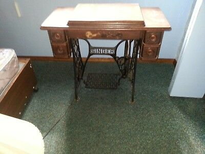 Antique 1904 Singer Treadle Sewing Machine Model 27-4 Serial # G1029965
