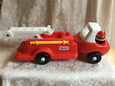 Vintage LITTLE TIKES Toddle Tots Fireman FIRE TRUCK Engine Ladder People Playset