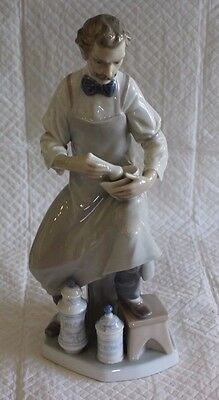 Large Lladro 32cm Pharmacist or Chemist 4844 Figure