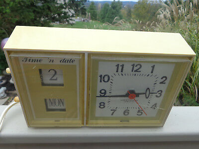 Vintage 70's Westclox Time 'n Date Yellow Electric Wall Clock – S 37-A crack