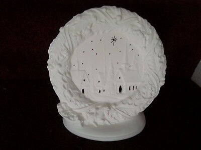 """Ceramic Bisque Christmas Wreath Light approx. 190mm/7.5"""", To paint or glaze."""