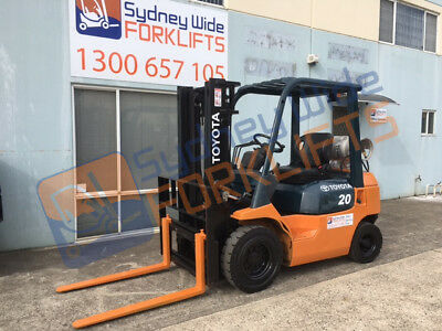 Toyota forklift. Container entry mast. 2T capacity with side shift.