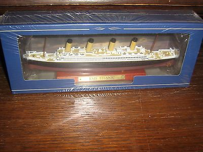 Die Cast Model - Rms Titanic - 1;1250 - Mint In Box
