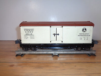 Lionel O Gauge # 2814R White & Tuscan Refrigerator Car W/auto Box Couplers