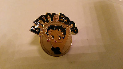 BETTY BOOP hands in the air PIN PIN'S