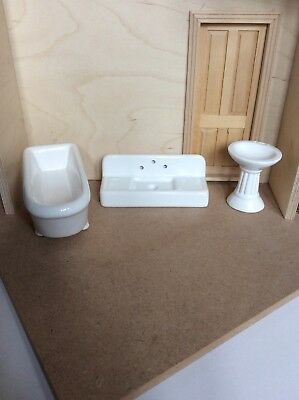 Doll's House Lot. Bath, Washbasin And Kitchen Sink. White Ceramic. 12th Scale.