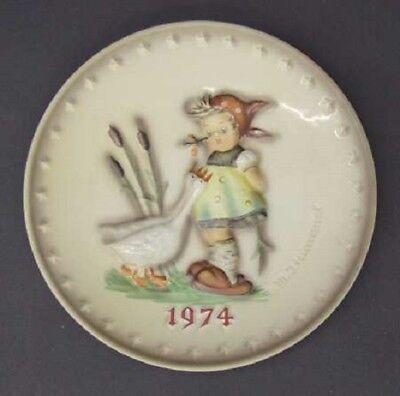 Goebel Hummel GOOSE GIRL (1974) Annual Plate Bas Relief