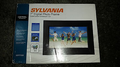 "SYLVANIA SDPF752B Digital Picture Frame 7"" NEW"