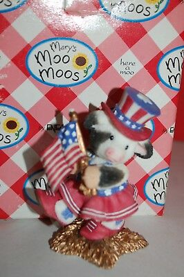 Enesco Mary's Moo Moos Americow the Beauitful # 257524 July Majorette W/box SC