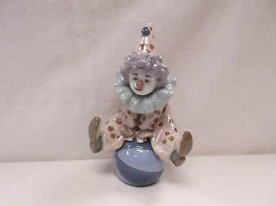 Lladro Figurine 5813 Having A Ball Clown on Ball Excellent!