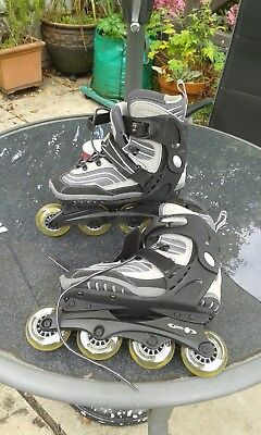 Nevada Roller blades and set of kneepads. Size 9