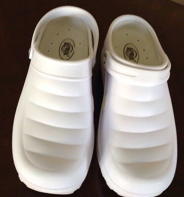 Anywear White Nursing Clogs Sz10 Unisex Contours To Foot Heel Strap Gel Insole