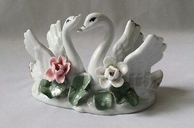 Gorgeous Vintage C1960's Small Porcelain White China Pair Of Swans Ornament #7