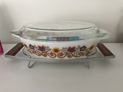 """Vintage Retro Pyrex """"Briarwood"""" 524 Casserole Dish With Stand - New Old Stock"""