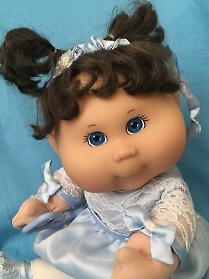 TRU Cabbage Patch Baby With AUTHENTIC CLOTHING and Leaf ~ Close To Like New!
