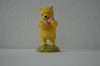 Royal Doulton Winnie The Pooh 'winnie The Pooh And The Present'