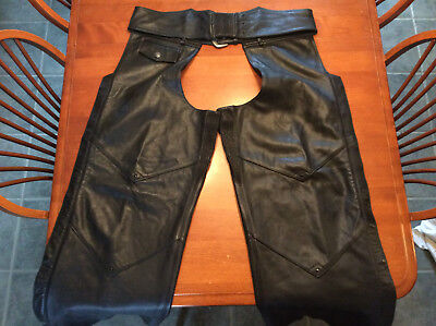 """Harley Davidson """"OUTRIDER"""" Deluxe LINED Leather Chaps PRISTINE Condition Mens XL"""