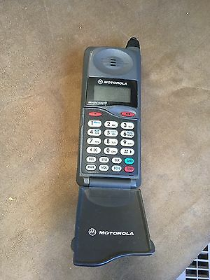 Motorola Vintage Flip Phone With Charger