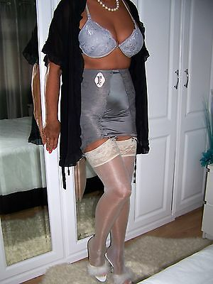STUNNING ULTRA FEMME SILVER OPEN BOTTOM SUSPENDER GIRDLE.'MAIDENFORM' sz 2XL.NEW