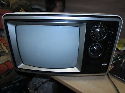 VINTAGE 1978 RCA XL-100 COLOR 13 INCH white TELEVISION TV SET GREAT FOR GAMING !
