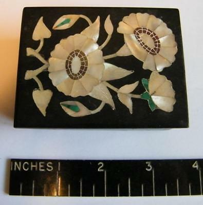 Splendid   trinket box in black marble with MOP and malachite inlays
