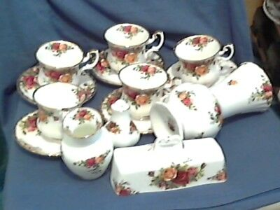 "Royal Albert "" Old Country Roses "" Selection - England"