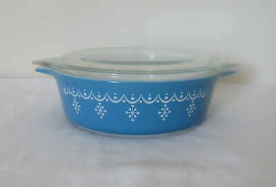 Pyrex Glass Snowflake Garland #471 One Pint Casserole Dish with Lid