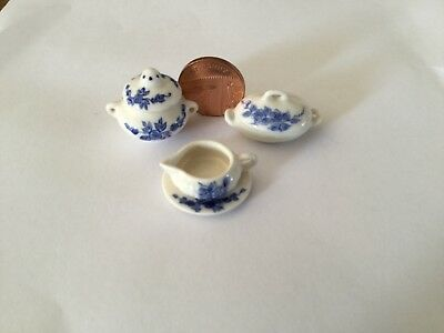 12th SCALE DOLLS HOUSE MINIATURE BLUE AND WHITE CHUREENS, GRAVY BOAT with PLATE
